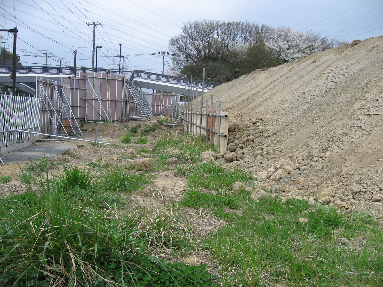 塀中の内側の二重の土留め